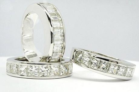 Alianzas de Diamantes talla princesa y baguett. Consejos para elegir anillos de compromiso