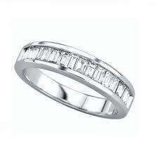 Alianzas de compromiso con diamantes talla baguette