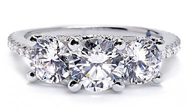 Anillo con tres diamantes