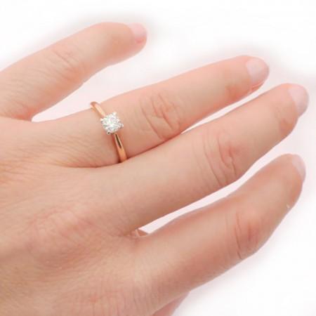 anillo mano oro rosa Verona