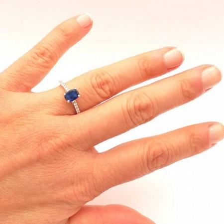 anillo blue cairo mano