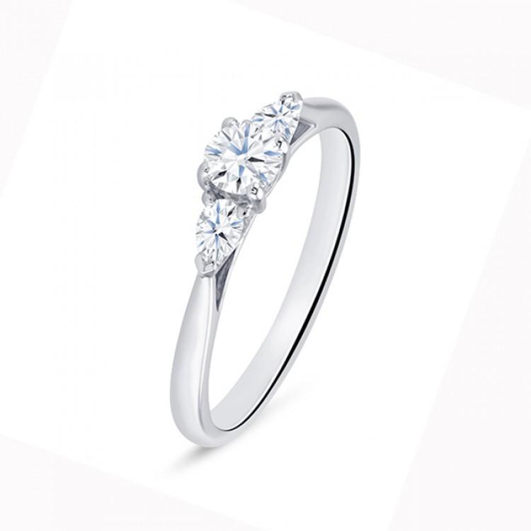 """Anillo """"Masada"""" 3 diamantes oro blanco 18 k"""
