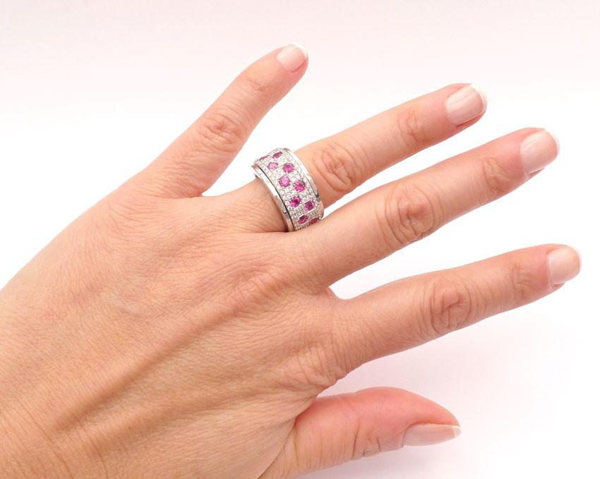 anillo rubi mano