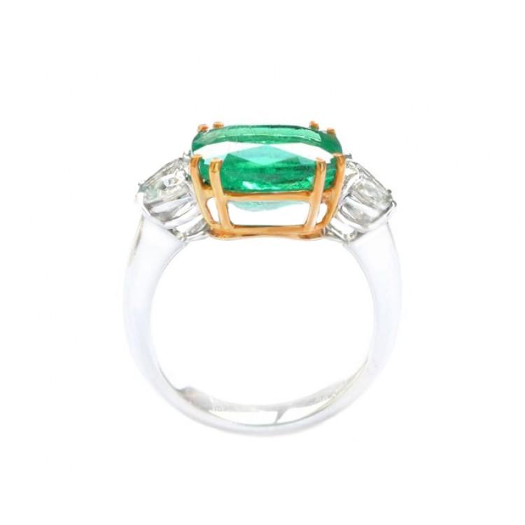 anillo esmeralda con corazones 3