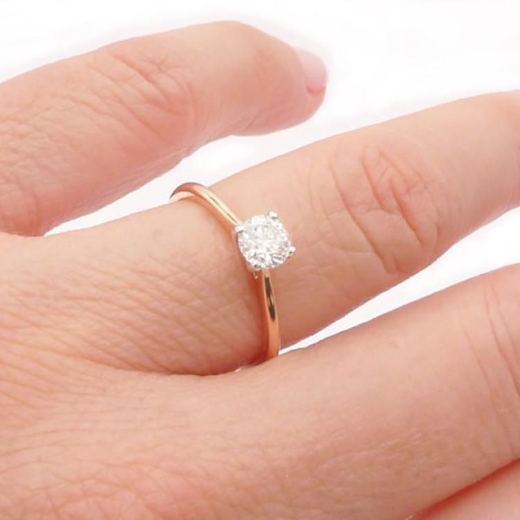 anillo oro rosa mano pekin