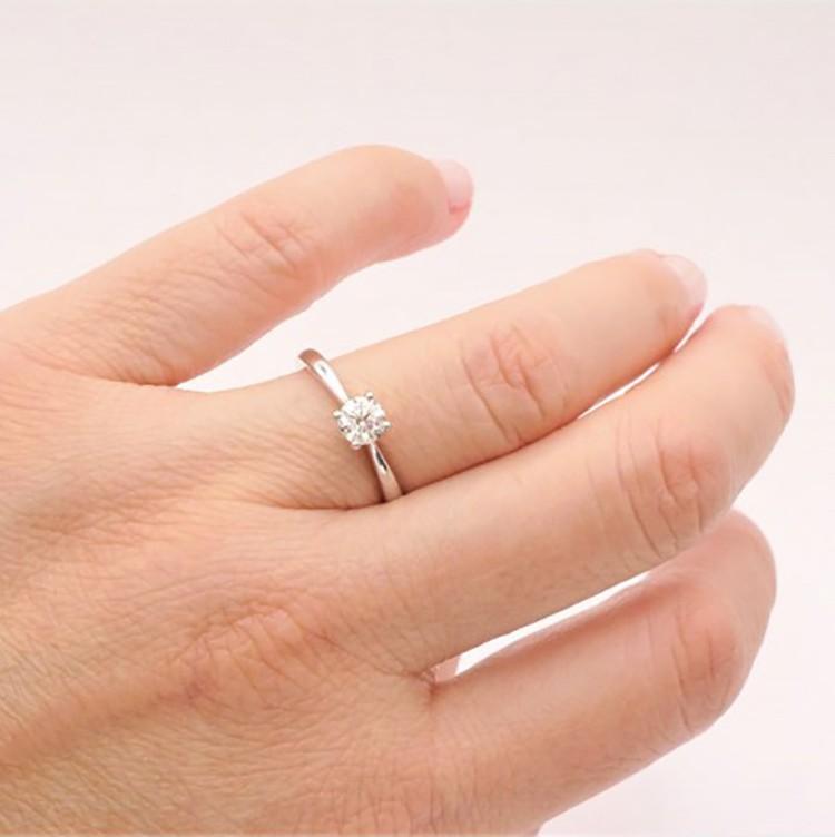 anillo pedida venecia mano