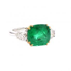 anillo esmeralda con corazones