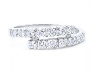 alianza moderna con diamantes