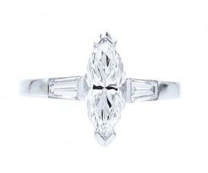 anillo con diamante marquise