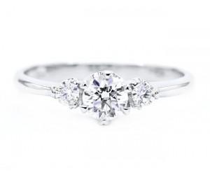 anillos con tres diamantes