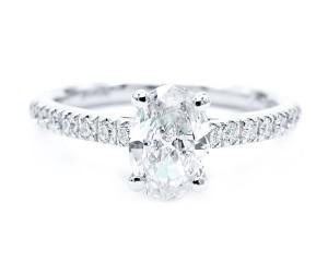 anillo diamante oval