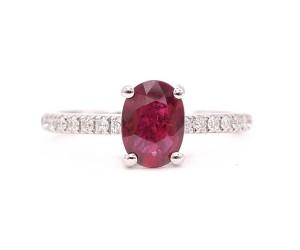 anillo rubi oval
