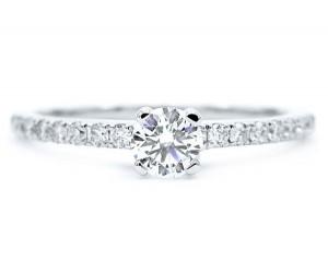 anillos de diamantes en oro