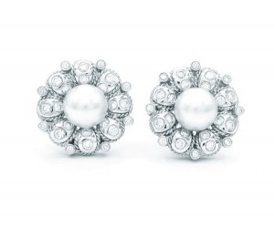 pendientes perlas y brillantes