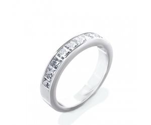 alianza con diamantes