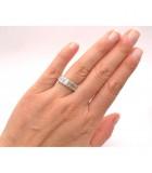 alianza de diamantes talla esmeralda mano