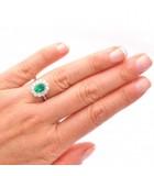 anillo esmeralda oval mano