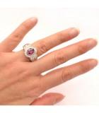 anillo rubi diamantes mano