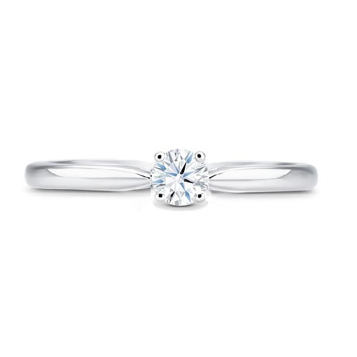 Solitario clásico de compromiso en oro 18k y diamante